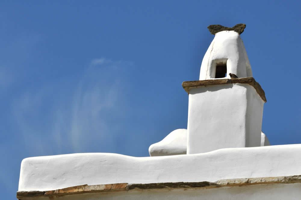 Vega Appartements Tinos, Sept petites maisons blanches, juchées sur une colline à 70m d'altitude, bénéficiant d'une vue imprenable, donnant sur l'île de Syros