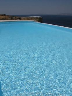 Infinity pool στην Τήνο στο συγκρότημα Vega Apartments