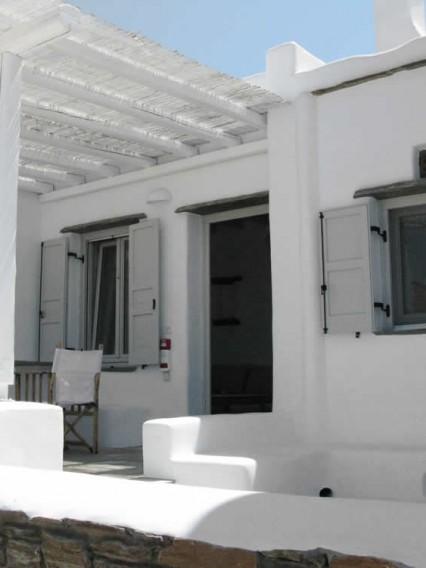 Rigel, petite maison à deux niveaux.1er: chambre à deux, une salle de bains, cuisine-salon américaine avec un sofa-lit. 2e: double lit, une salle de bains, TV, et une charmante petite terrasse