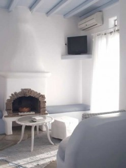 Sirius, Μεζονέτα με Υπνοδωμάτιο με 1 διπλό και 1 μονό κρεβάτι και στο δεύτερο όροφο Υπνοδωμάτιο με διπλό κρεβάτι, Ξενοδοχείο Vega Apartments, Τήνος